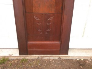 114-walnut_victorian_doors_closeup_btm